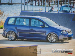 tuning volkswagen touran stanced and low cars. Black Bedroom Furniture Sets. Home Design Ideas