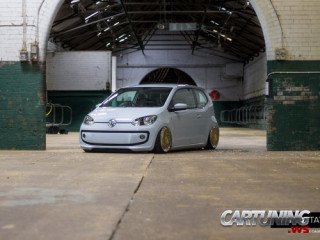 Low Volkswagen UP