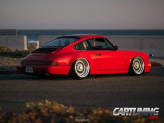 Stanced Porsche 911 Carrera 4