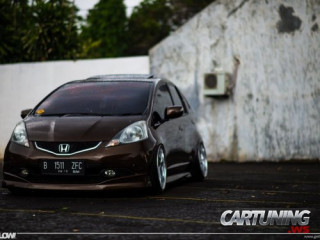 Stanced Honda Jazz