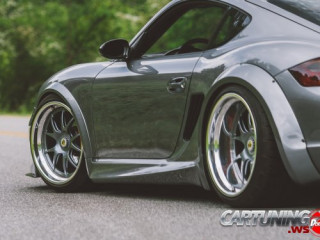 Low Porsche Cayman