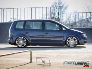 Low Volkswagen Touran