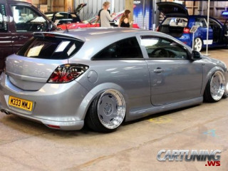Stanced Vauxhall Astra H 3dr