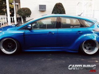Low Ford Focus