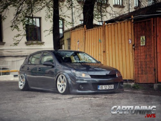 Stanced Opel Astra H 5dr