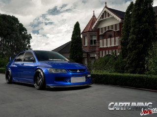 Low Mitsubishi Lancer Evolution 9