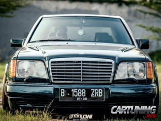 Stanced Mercedes-Benz E320 W124