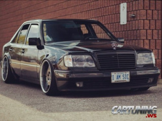 Stanced Mercedes-Benz 500E W124