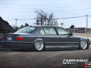 BMW 740i E38 on air