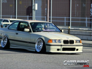 Low BMW 325i Coupe E36