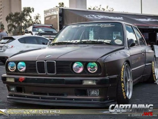 Low BMW 325is E30 Widebody