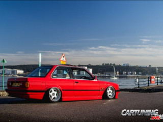 Grounded BMW 325i Coupe E30