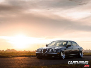 Jaguar S-Type on Air
