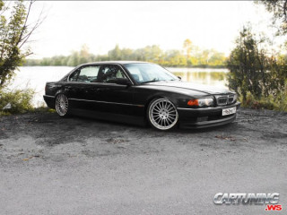 Low BMW 740iL E38