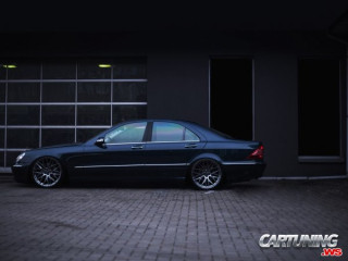 Stanced Mercedes-Benz S500 W220