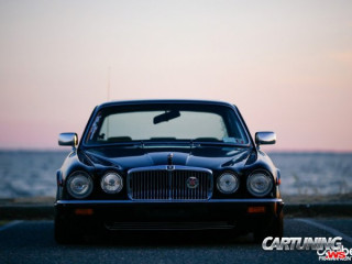 Jaguar XJ6 on Air