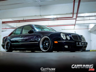 Mercedes-Benz E280 W210 on Air