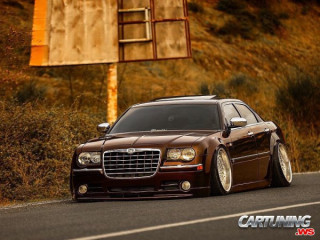 Chrysler 300C Hellaflush