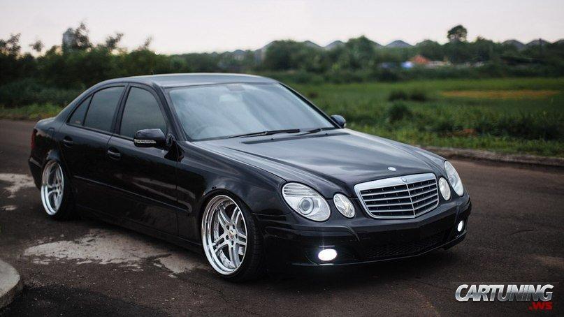 Mercedes Benz E Class W211