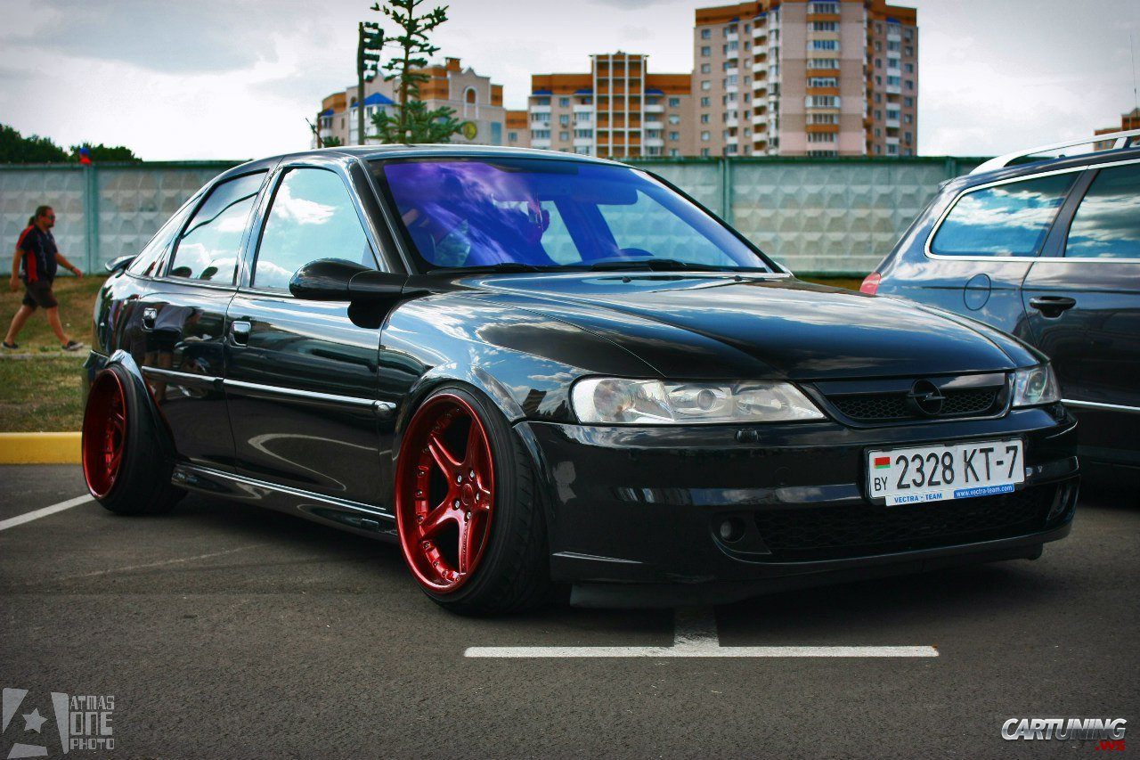 Stanced Opel Vectra B