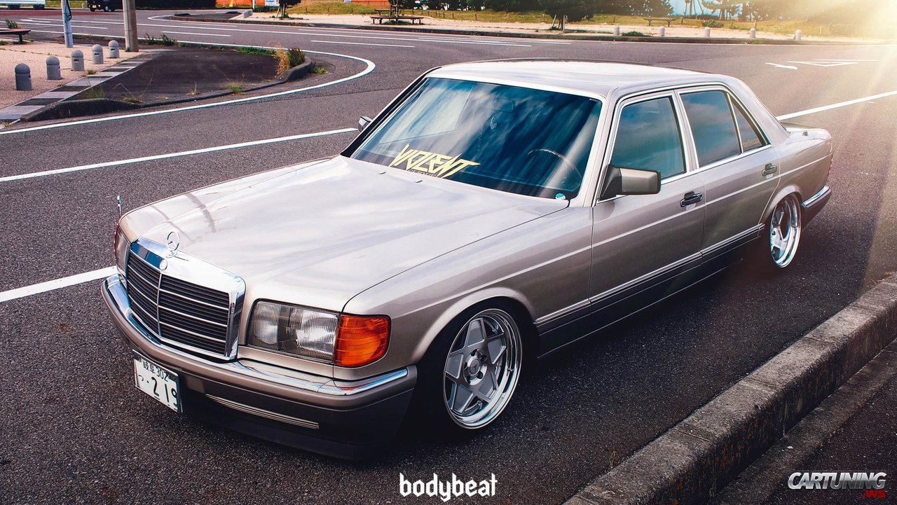 Lowered Mercedes-Benz S-Class W126 side