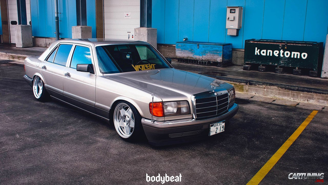 Lowered Mercedes Benz S Class W126