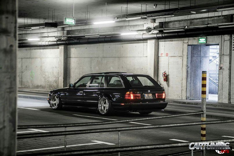 Lowered Bmw 525i Touring E34 Rear
