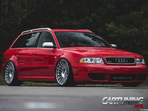Stanced Audi RS4 B5
