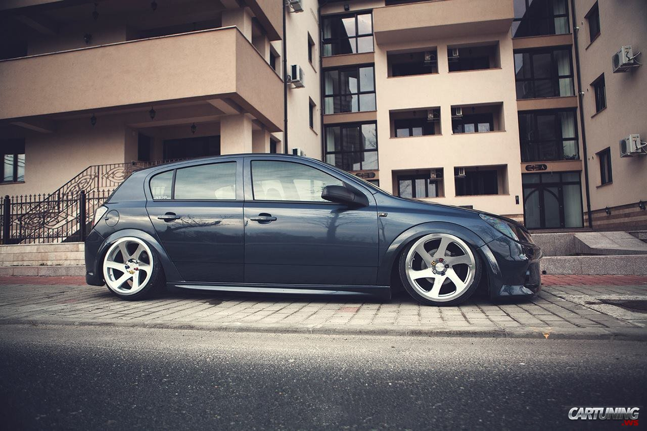 Stanced Opel Astra H 5dr Side