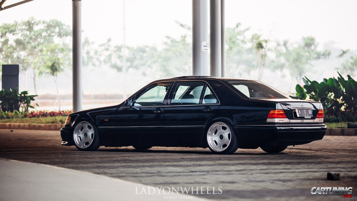 Stance Mercedes Benz S320 W140 Side