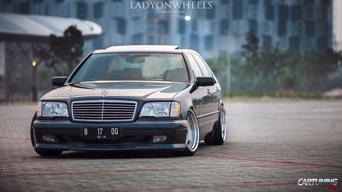 Stance Mercedes-Benz S320 W140 front