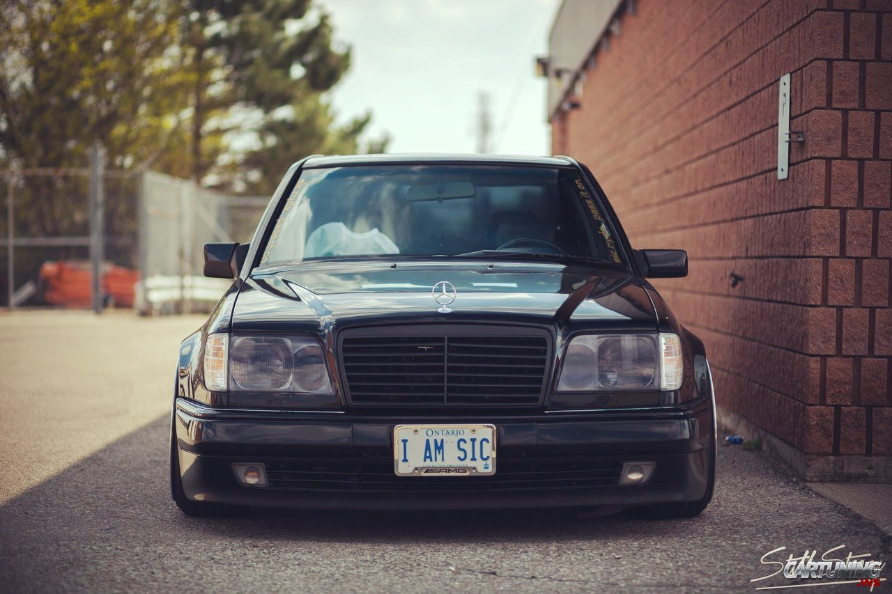 Stanced Mercedes Benz 500e W124 Front