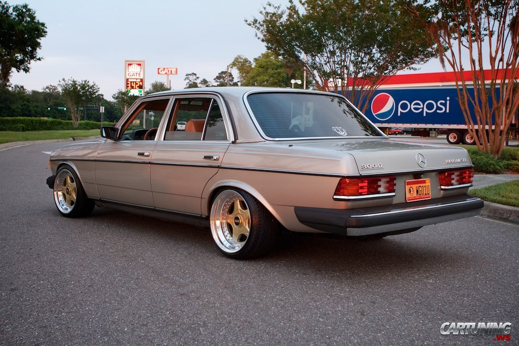 Tuning Mercedes Benz 300d W123 Rear