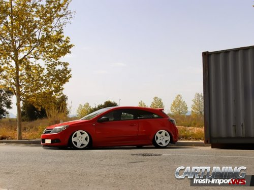 Stanced Opel Astra H 3dr