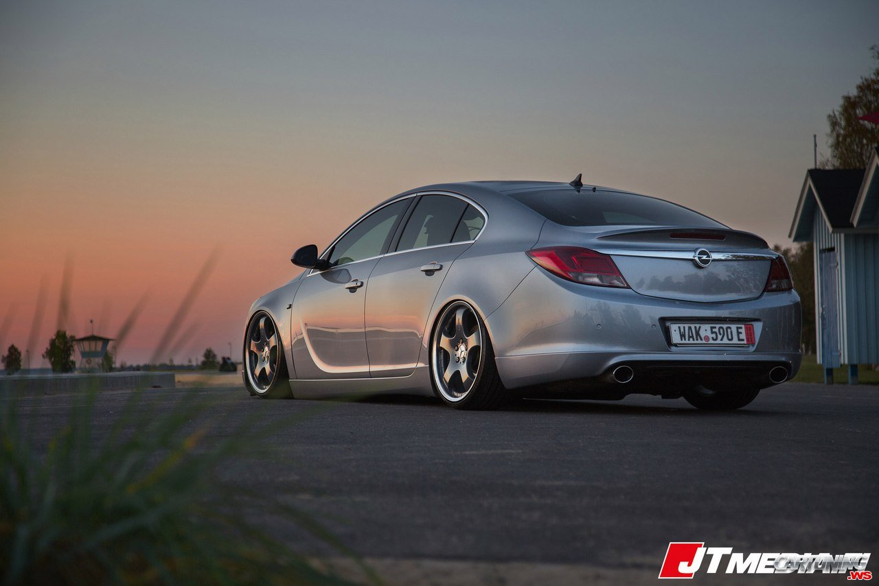 Stance Opel Insignia - back