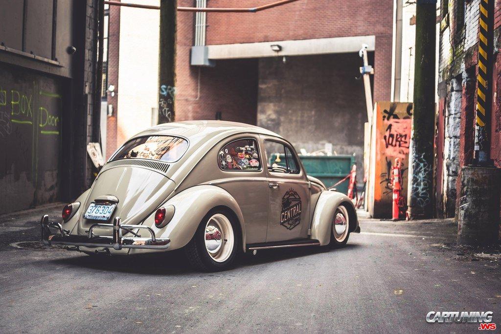 lowered volkswagen beetle