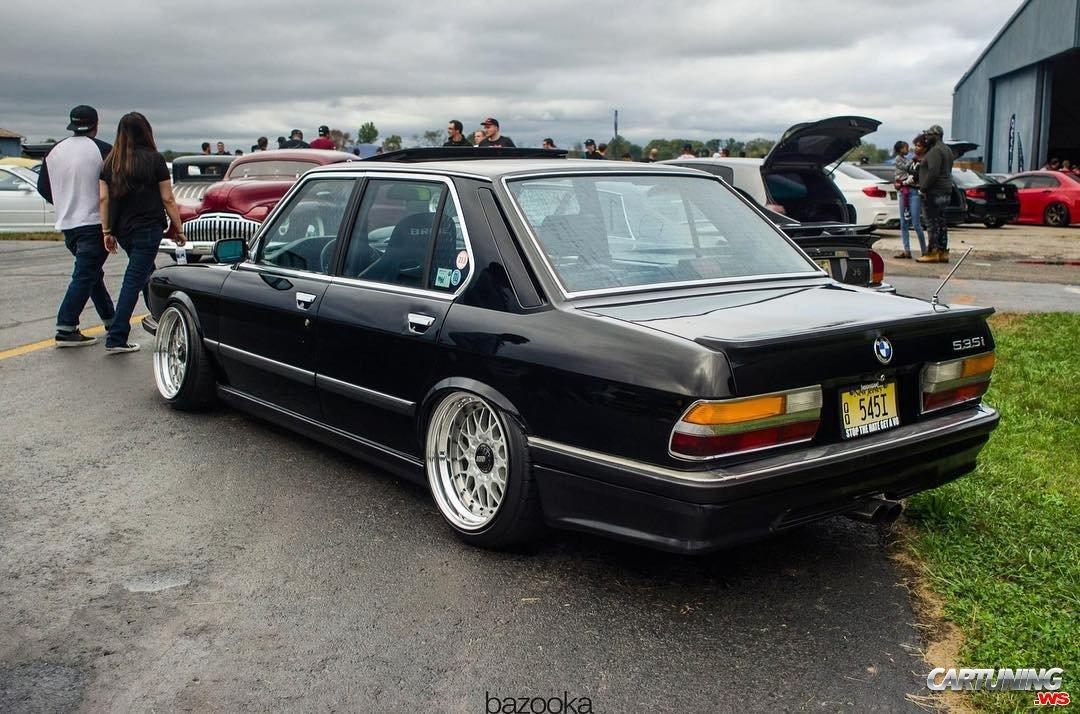 BMW 535i E28 with V8 LS swap, engine bay