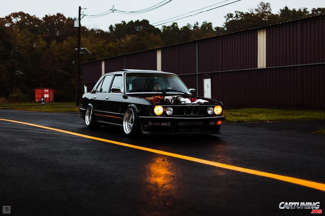 BMW 535i E28 with V8 LS swap, front