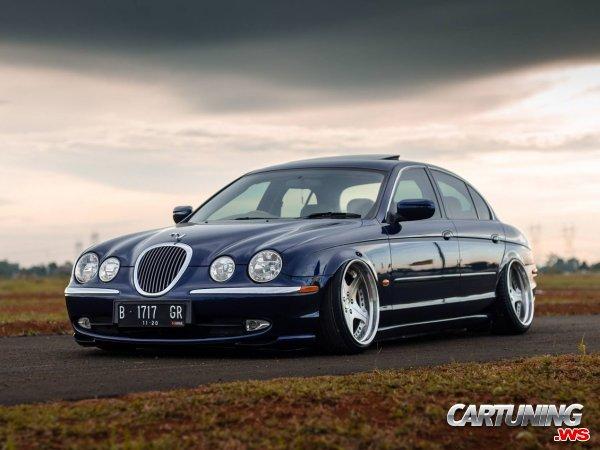 Jaguar S-Type on Air