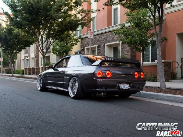 Low Nissan Skyline GT-R R32