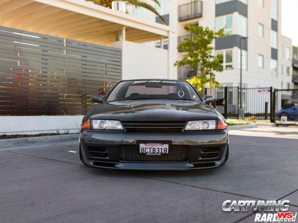 Low Nissan Skyline GT-R R32