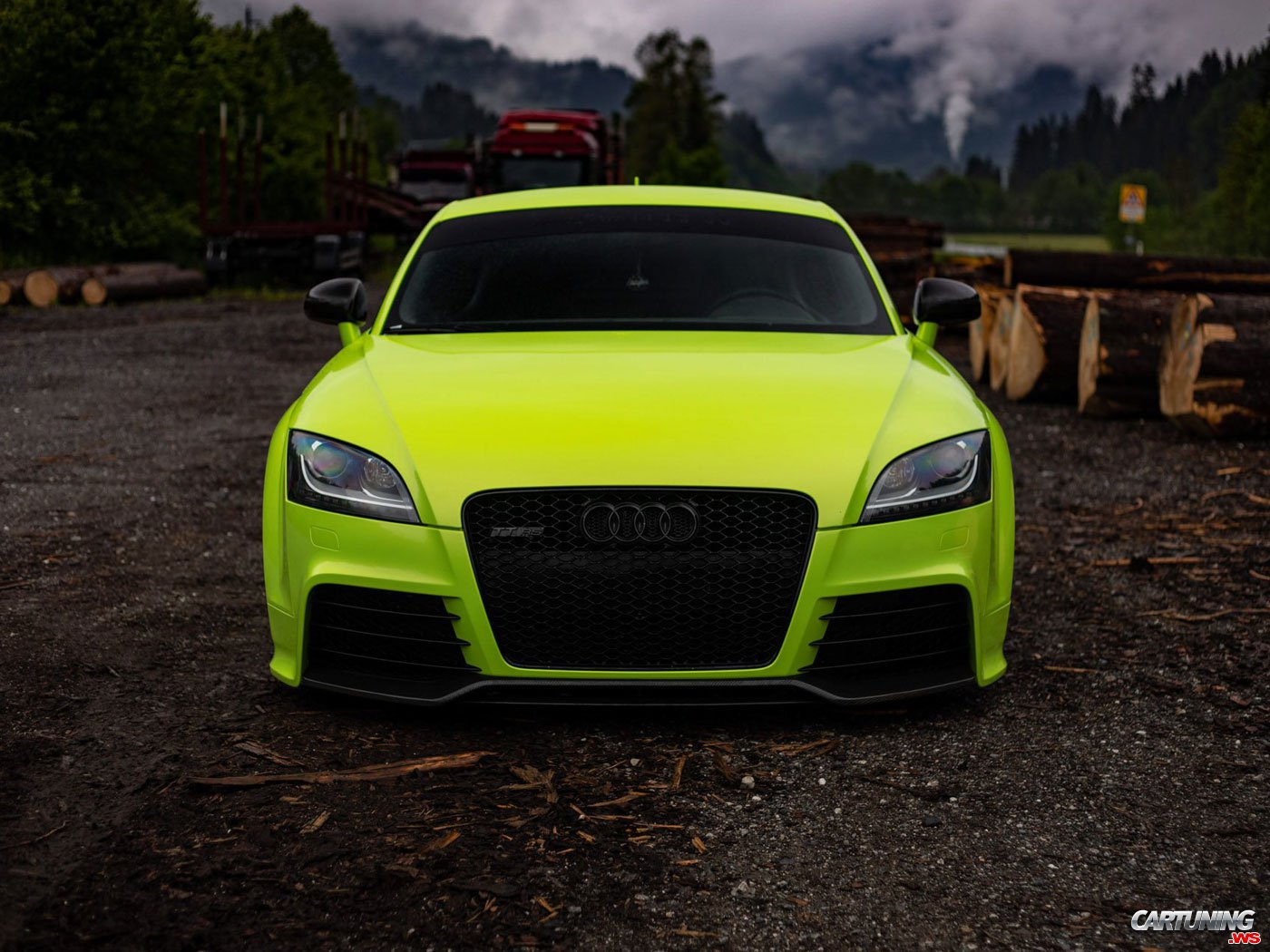 Audi TT RS 8J on Air, front