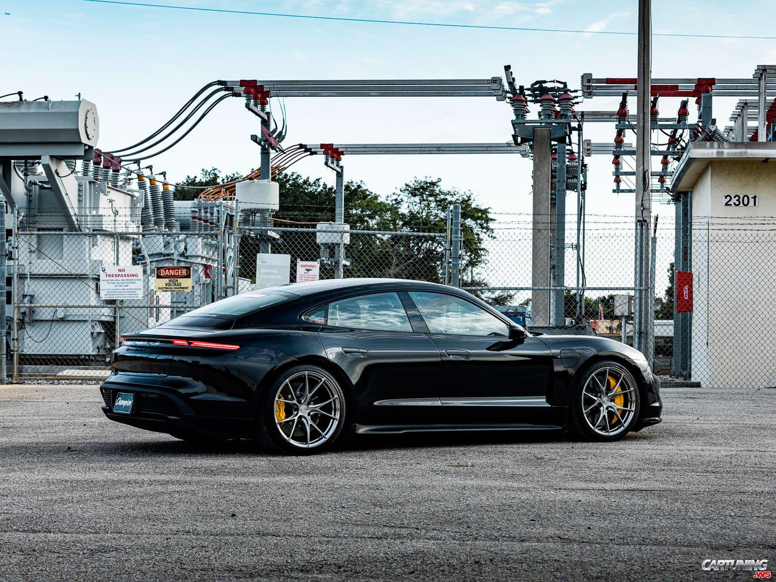 Tuning Porsche Taycan Back